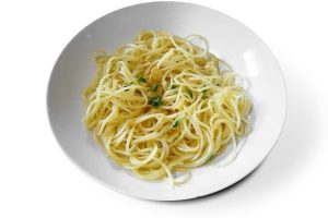 spaghetti garlic and oil simple and yet complex; an under ten minute recipe