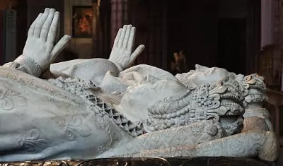 Caterina de Medici, showing how big...