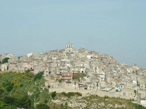the town of Mussomeli with four cases of probable coronavirus patients