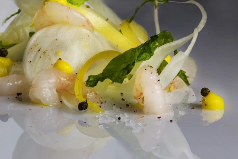 shrimp crudité with curly endive and peach