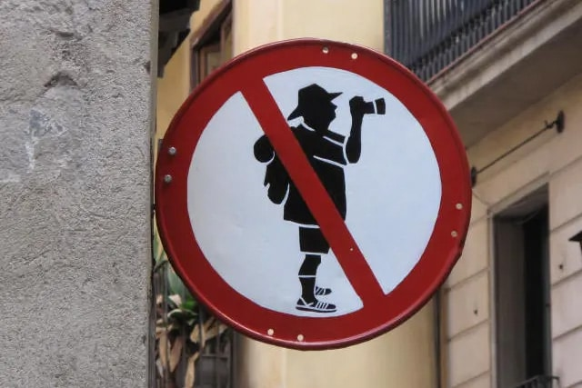fake sign against iconic tourist