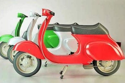 three vespa bikes, color wise positioned as the Italian flag