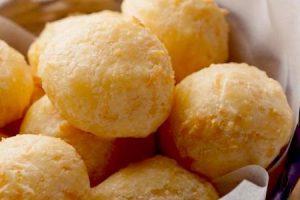 cheesy Brasilian puffs - pao de queijo