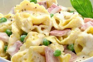tortellini with ham, peas and lots of heavy cream