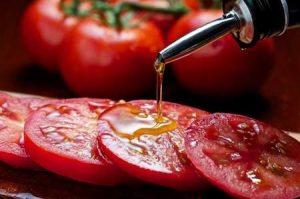 basics: tomato and oil
