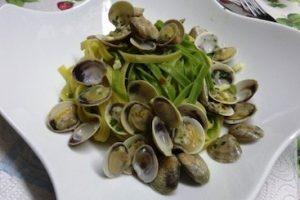 a variation on pasta paglia e fieno